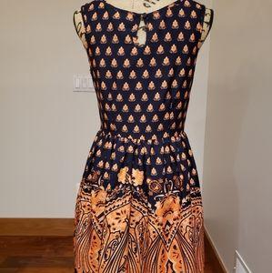 Vintage inspired 50s-style Med knee-length dress